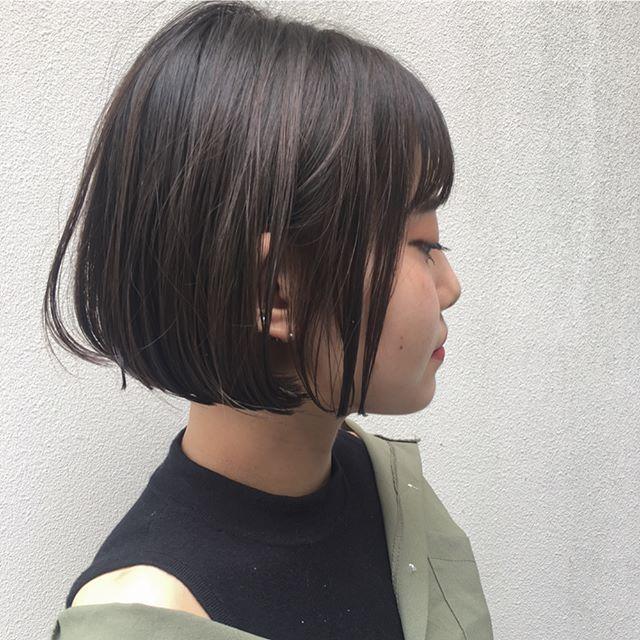 前髪ありの水平ショートボブ