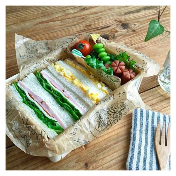 定番の具材でサンドイッチ