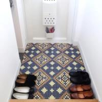 【使ってみた】モザイクタイル風シートで玄関の床をイメチェン!