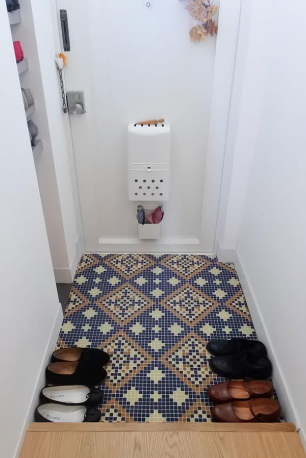 フェリシモ 【使ってみた】モザイクタイル風シートで玄関の床をイメチェン!