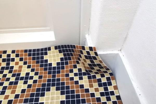 フェリシモ 【使ってみた】モザイクタイル風シートで玄関の床をイメチェン!6