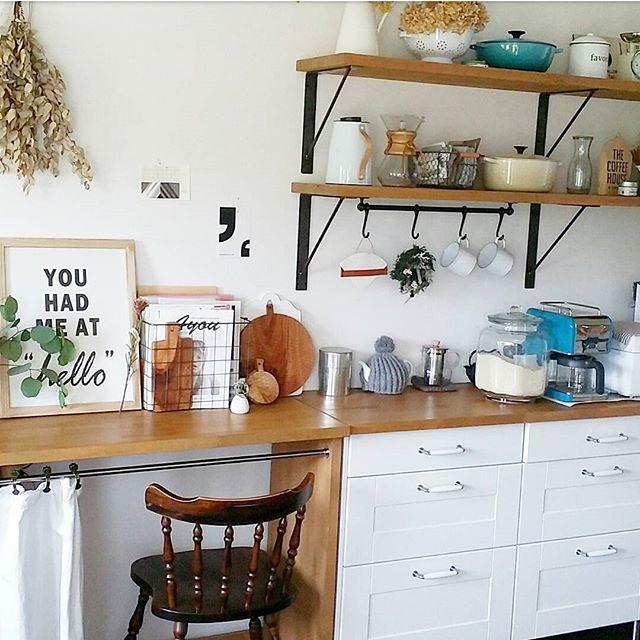 壁に簡単な棚を取り付けて調味料やビンを置こう!2