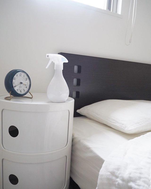 ベッドサイドのインテリア集8