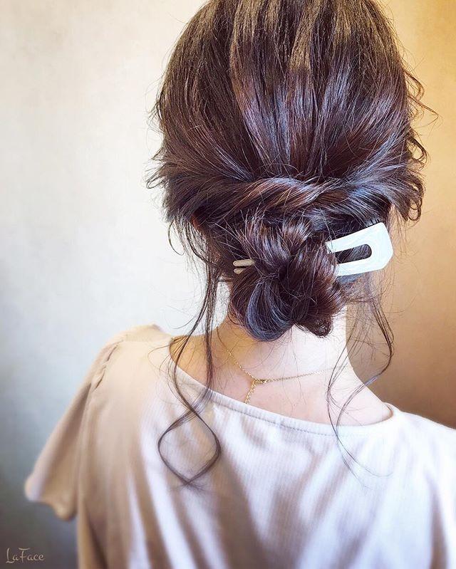 シンプルなヘアアクセを使ったシニヨン2