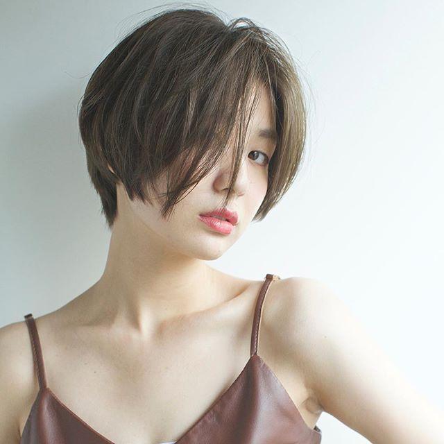 30代におすすめの前髪スタイル①ショート 前髪なし 前下がり