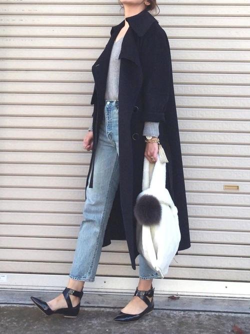 黒パンプス×ネイビーコート