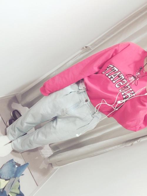 オタク女子定番の服装③色の薄いジーンズ2