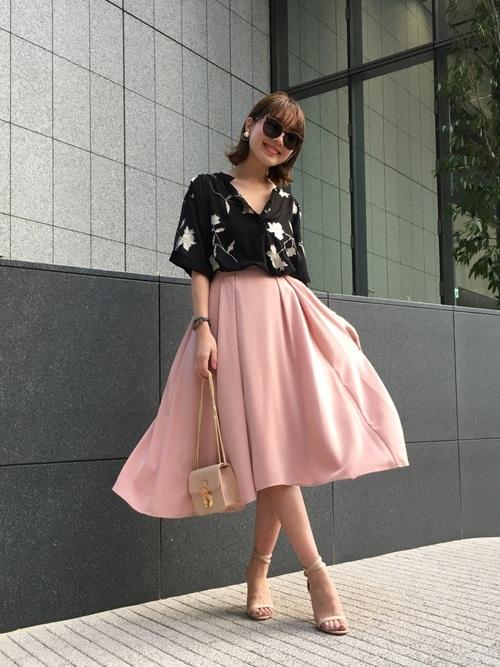 ピンクのフレアスカートコーデ2