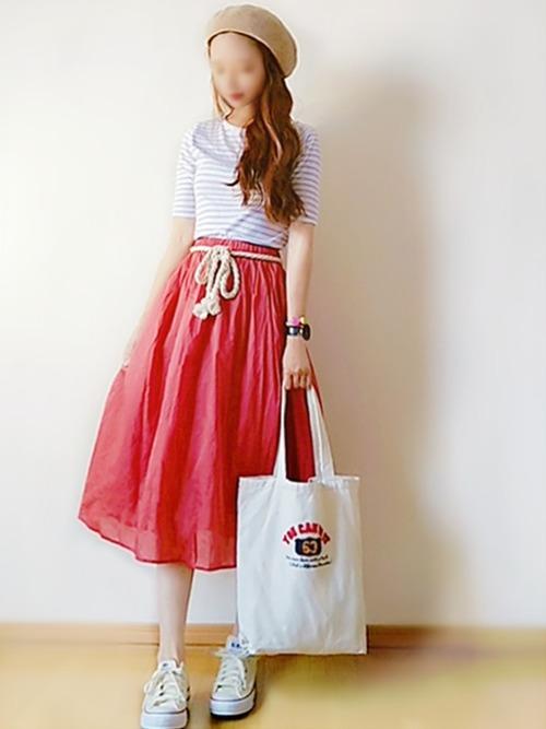 赤のフレアスカートでマリンコーデ2