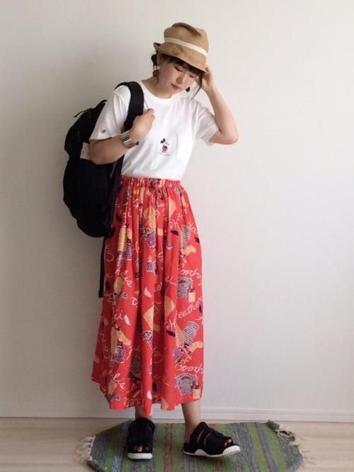 スカートスタイルでフェミニンに