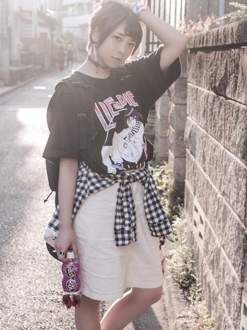 オタク女子定番の服装①キャラクターのTシャツ