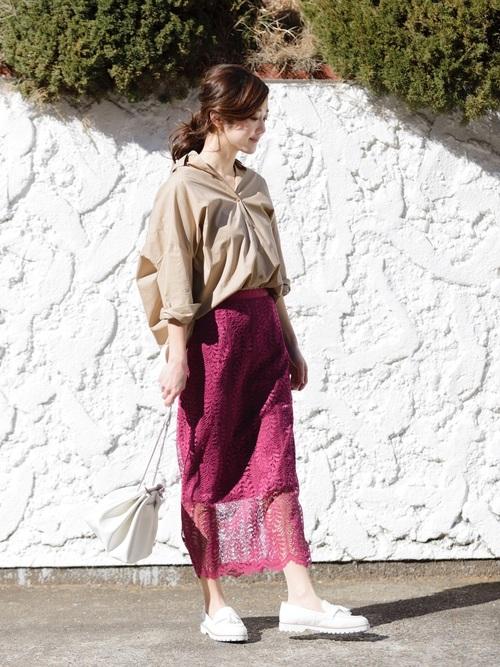 大人の魅力を引き出すタイトスカート