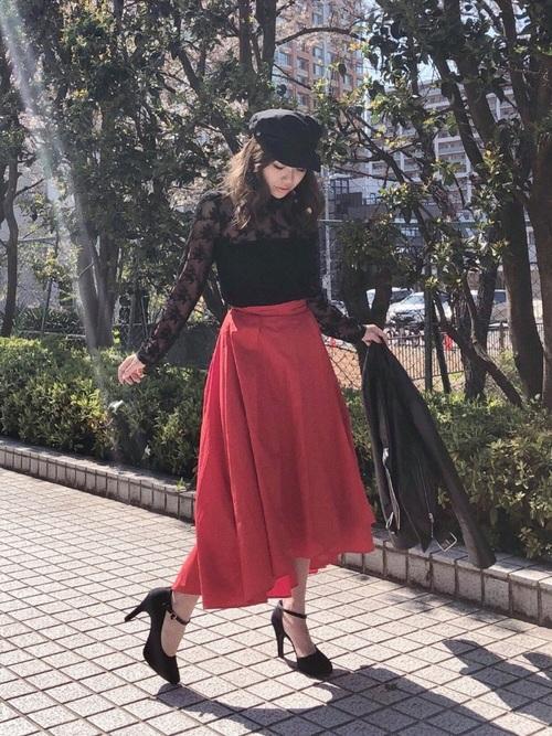 赤のフレアスカート