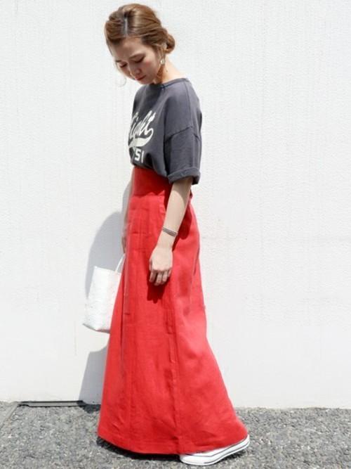 リネン赤スカートで涼しげに2