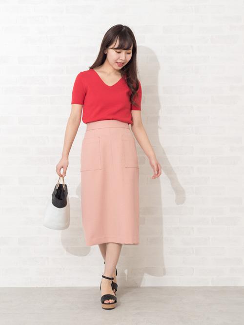 ピンクのタイトスカートコーデ