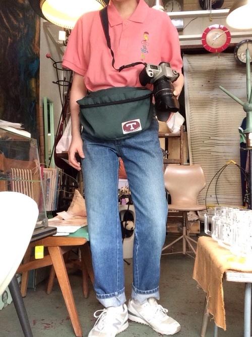 オタク女子定番の服装③色の薄いジーンズ