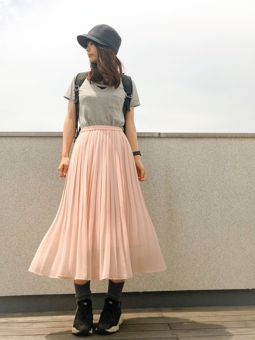 揺れるスカートでカジュアルガーリーに2