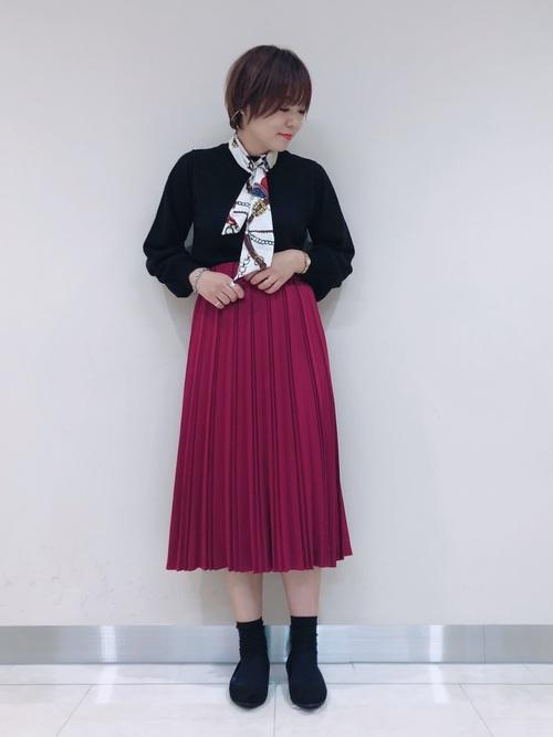 ピンクのプリーツスカートコーデ2