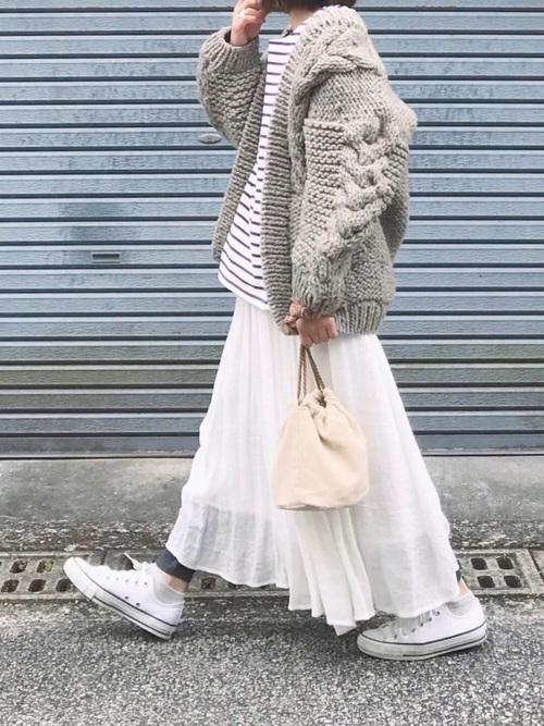 しまむら 白のフレアスカート