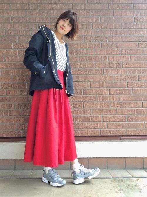 スポーツミックスな赤スカートコーデ