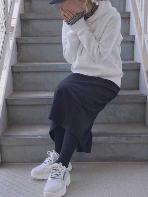 オタク女子の定番「パーカー」はトレンドアイテムで旬顔に!
