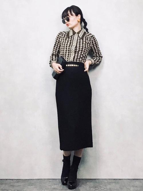 黒パンプス×タイトスカート