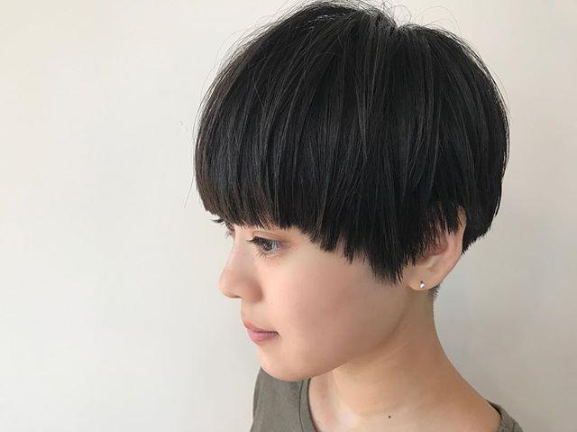 30代におすすめの前髪スタイル①ショート 前髪あり 黒髪ストレート2