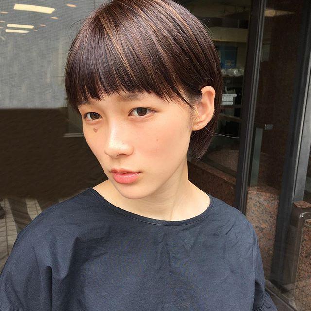 30代におすすめの前髪スタイル①ショート 前髪あり ハイライト2
