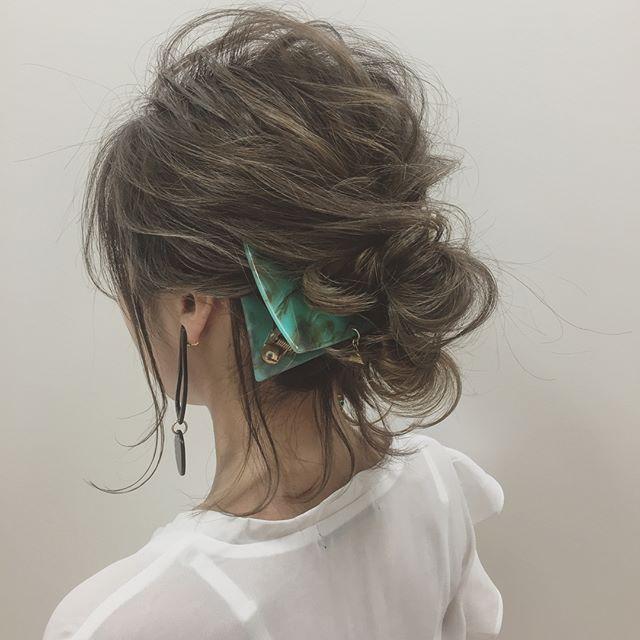 2019 モテる髪型 後れ毛 アクセサリー