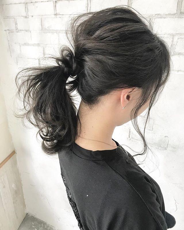 後れ毛で色っぽポニーテール