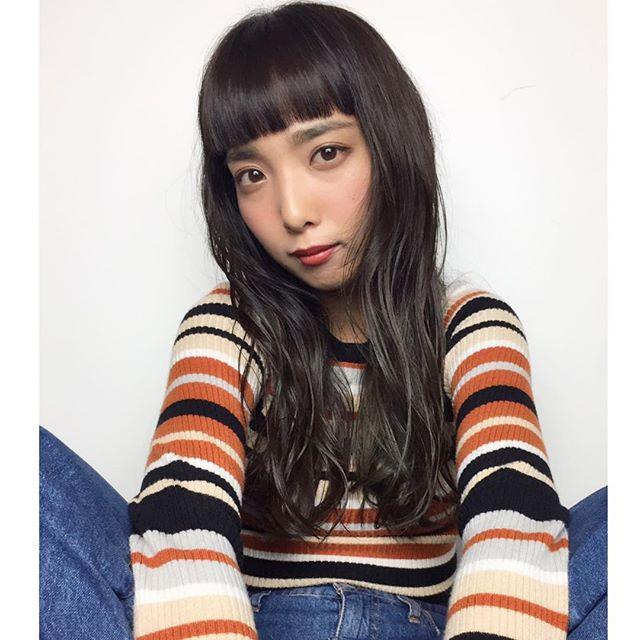 ぱっつん前髪のロングヘア2