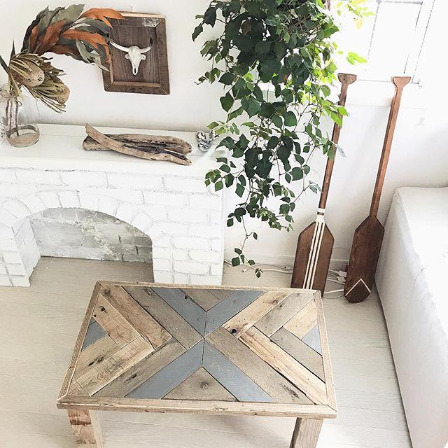 広い空間を彩る古材テーブル2