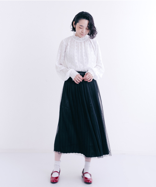 [merlot] シフォンフラワードット刺繍ギャザーネックブラウス1029