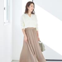 《淡色プリーツスカート》の春STYLE♪淡いカラーの旬スカートで大人かわいいを実現♡