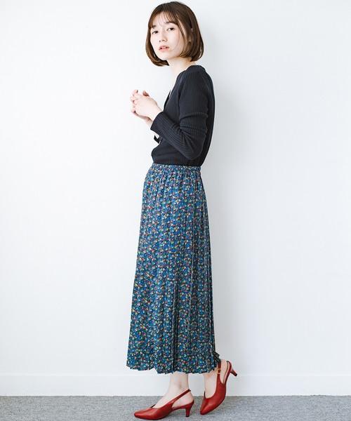 [haco!] これを着てお出かけしたくなる!はきやすくて気分が上がる花柄プリーツスカート
