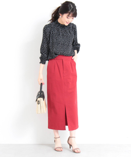 赤いスカートでレディースライクに
