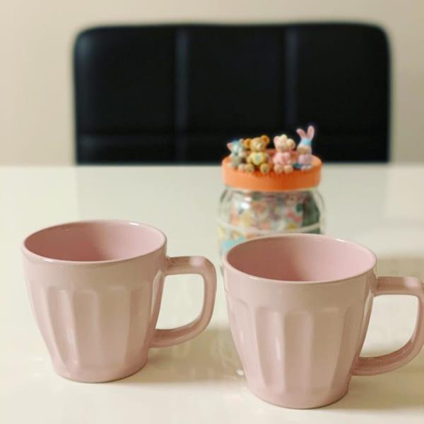セリアのスモーキーピンクのマグカップ