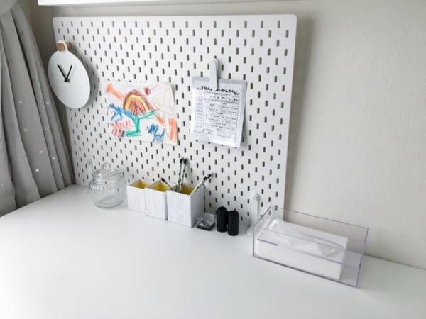 子供部屋インテリア 男の子 北欧 モノトーン IKEA ペグボード