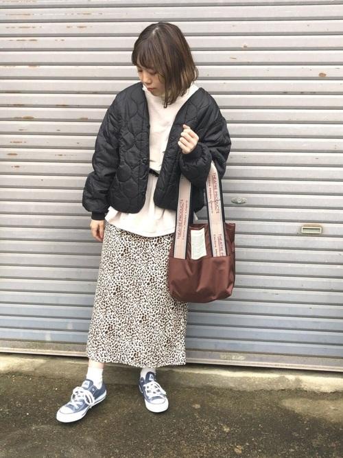 ベージュワンピース×スカート