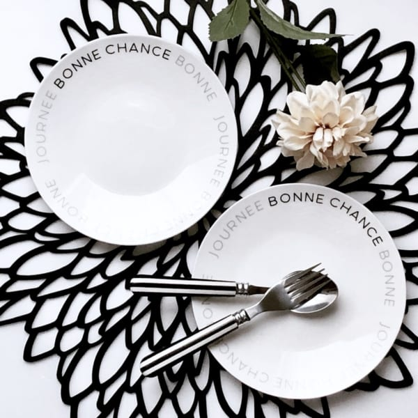 どんな料理も映えるブラック&ホワイトプレート