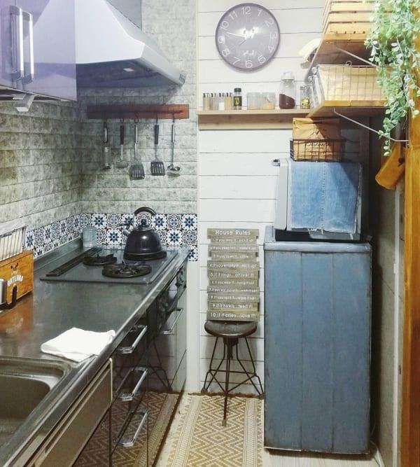 レンガモチーフ キッチン グレー