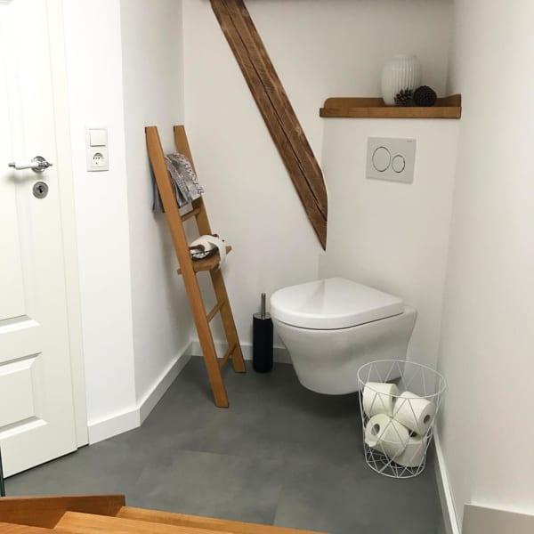 コンパクトスペースでも素敵に飾ったトイレ