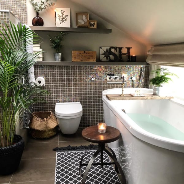 モザイクタイルが雰囲気を作るバストイレ
