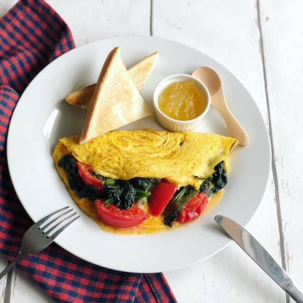 一人暮らし レシピ トマトとほうれん草のオムレツ
