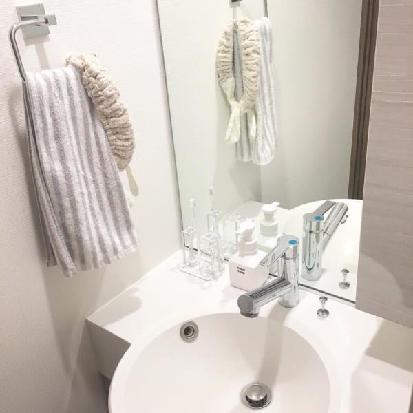 一人暮らし ガーリー ホワイトインテリア 洗面スペース