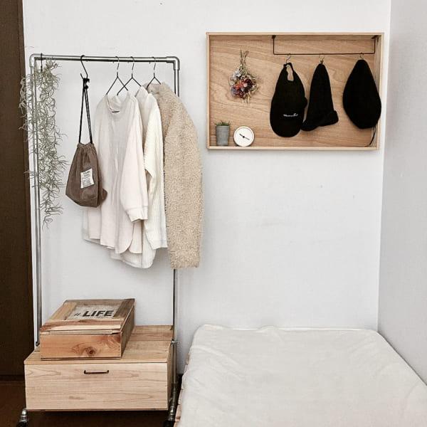 帽子の収納アイデア 木箱 アイアンバー
