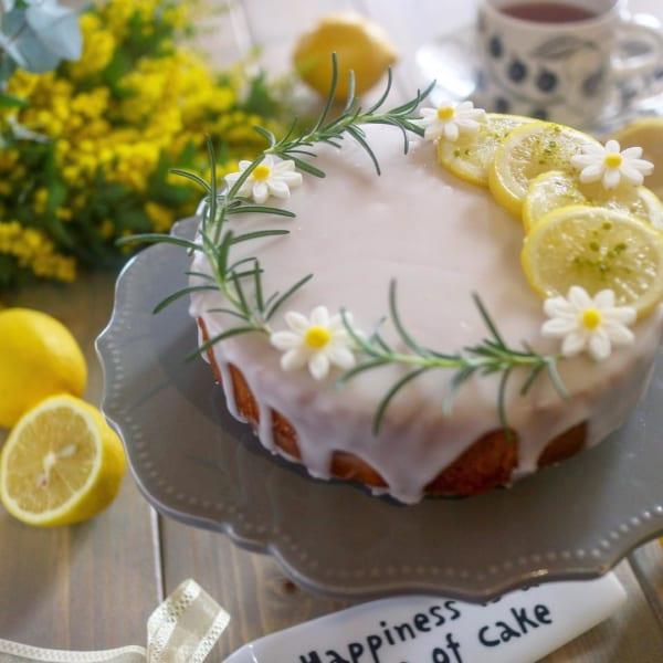 レモンスライスで爽やかな香り感じる盛り付けに