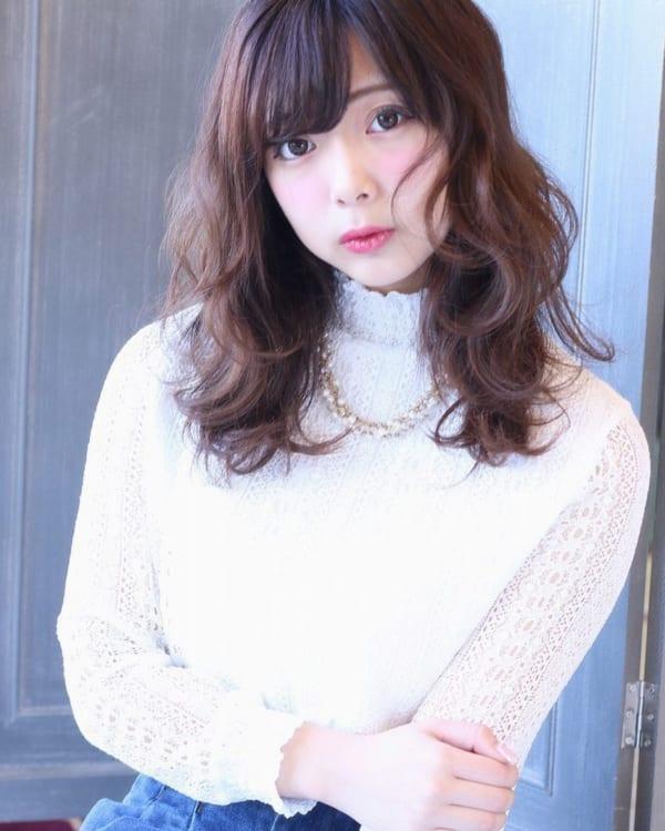くせ毛のパーマ風アレンジ③ミディアムヘア