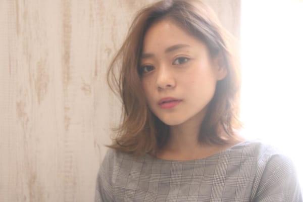 くせ毛のパーマ風アレンジ③ミディアムヘア6