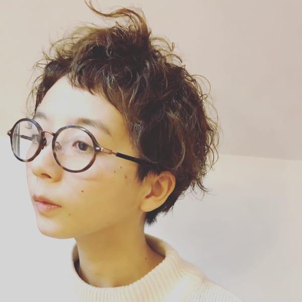 個性派メガネに合わせるショート2
